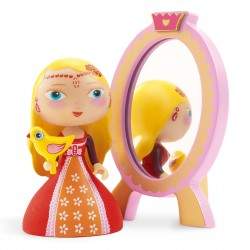 Nina & ze mirror